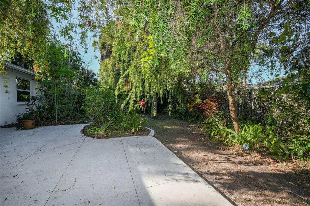 Single Family Home for sale at 4498 Diamond Cir E, Sarasota, FL 34233 - MLS Number is A4430511