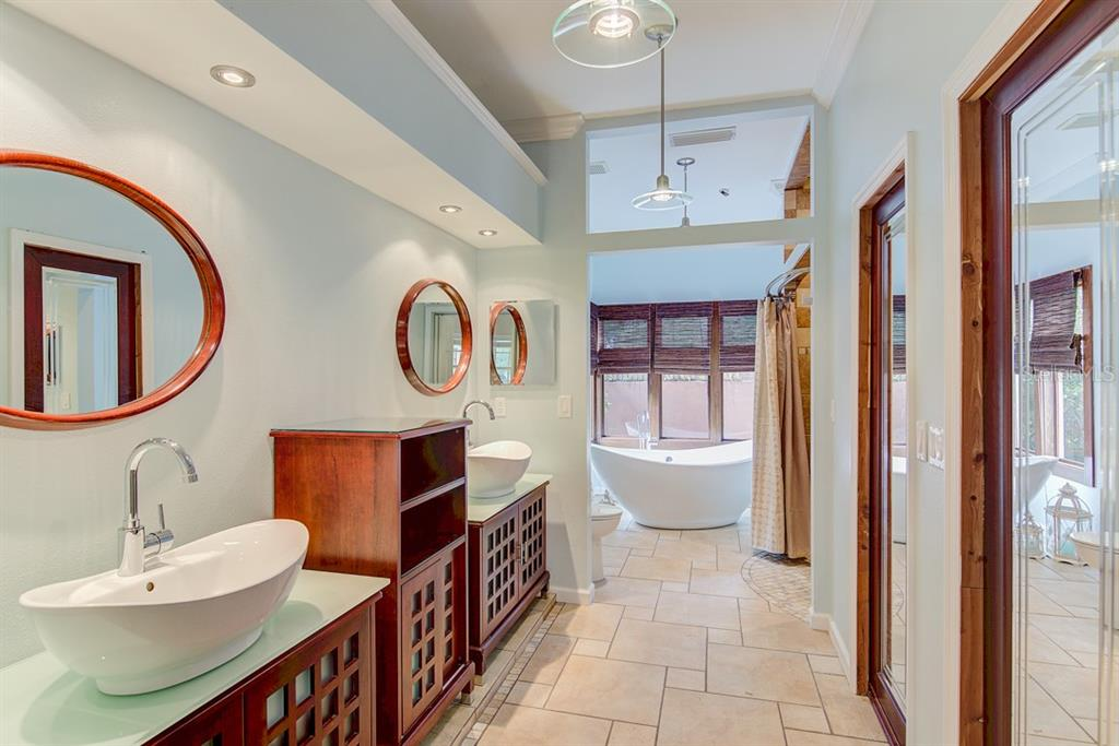 Double vanities & free-standing tub in Master Bath - Single Family Home for sale at 7945 Palmer Blvd, Sarasota, FL 34240 - MLS Number is A4431318
