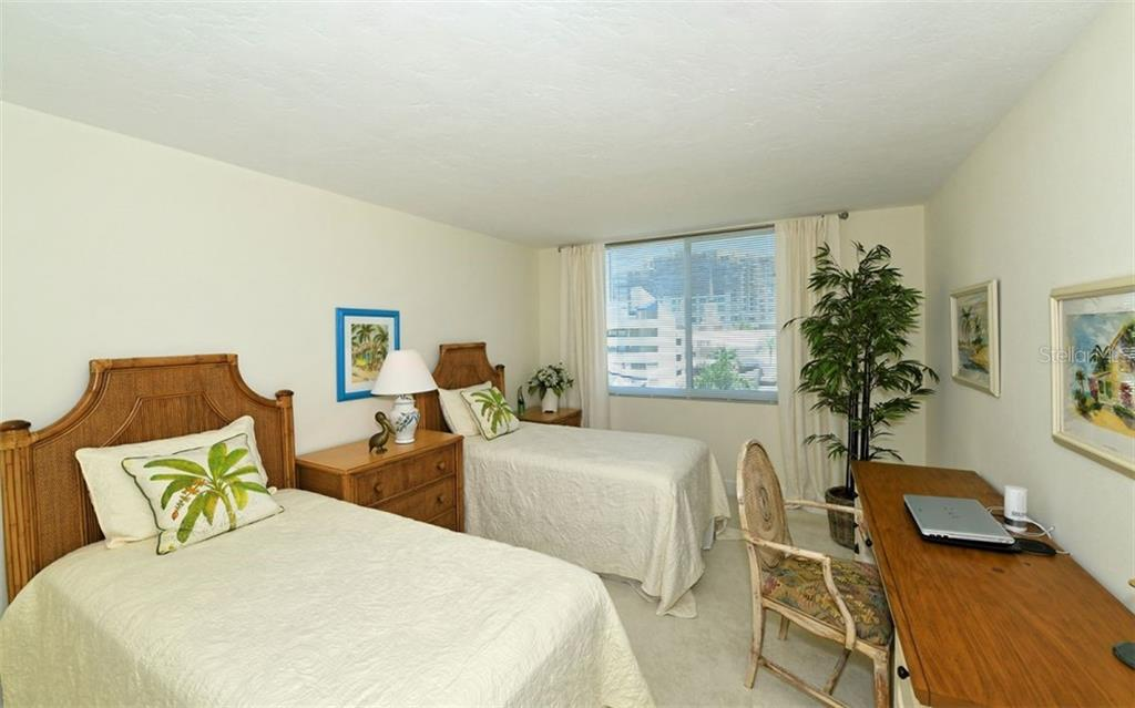 Large guest room w/en-suite - Condo for sale at 101 S Gulfstream Ave #6d, Sarasota, FL 34236 - MLS Number is A4434802