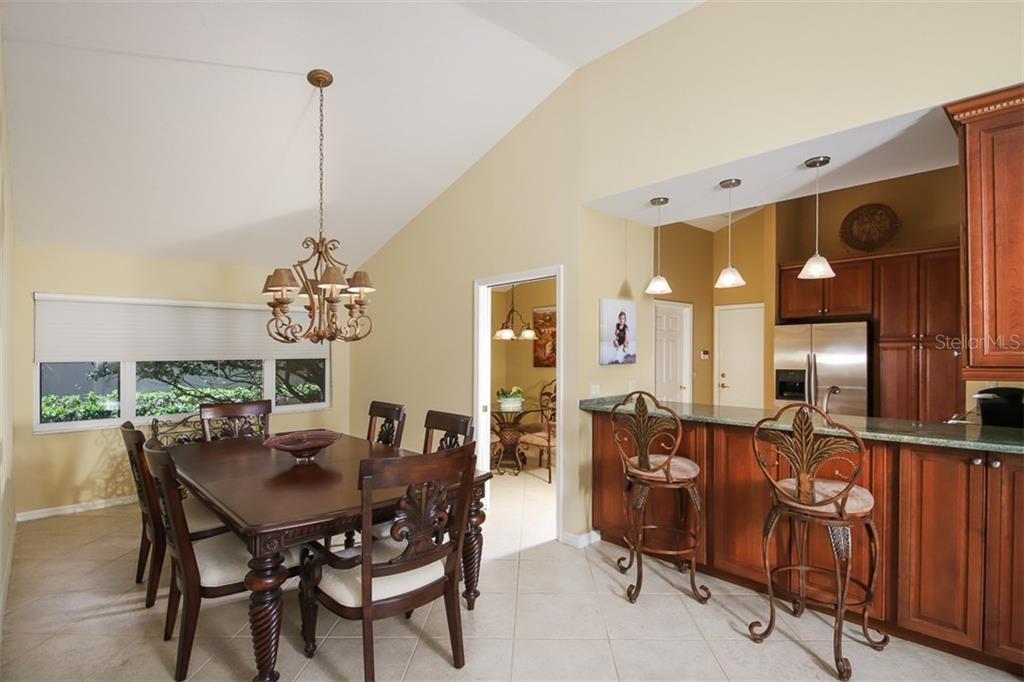 spacious dining area along with breakfast bar - Single Family Home for sale at 4448 Deer Trail Blvd, Sarasota, FL 34238 - MLS Number is A4435495