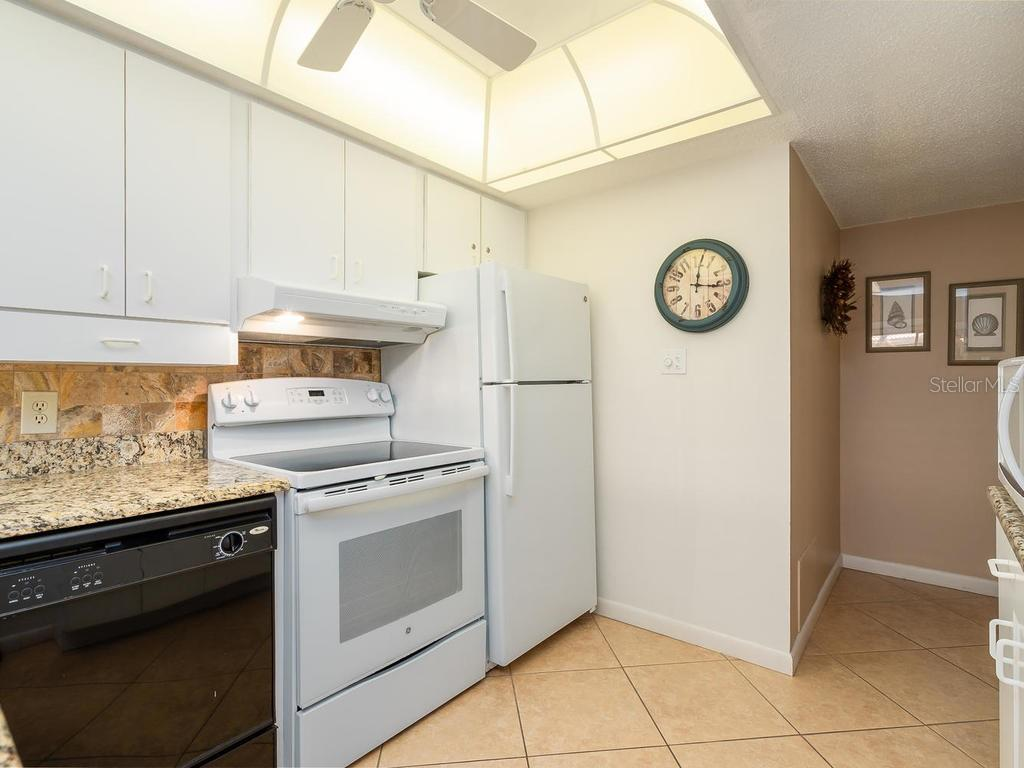 Kitchen - Condo for sale at 4621 Gulf Of Mexico Dr #14d, Longboat Key, FL 34228 - MLS Number is A4435849
