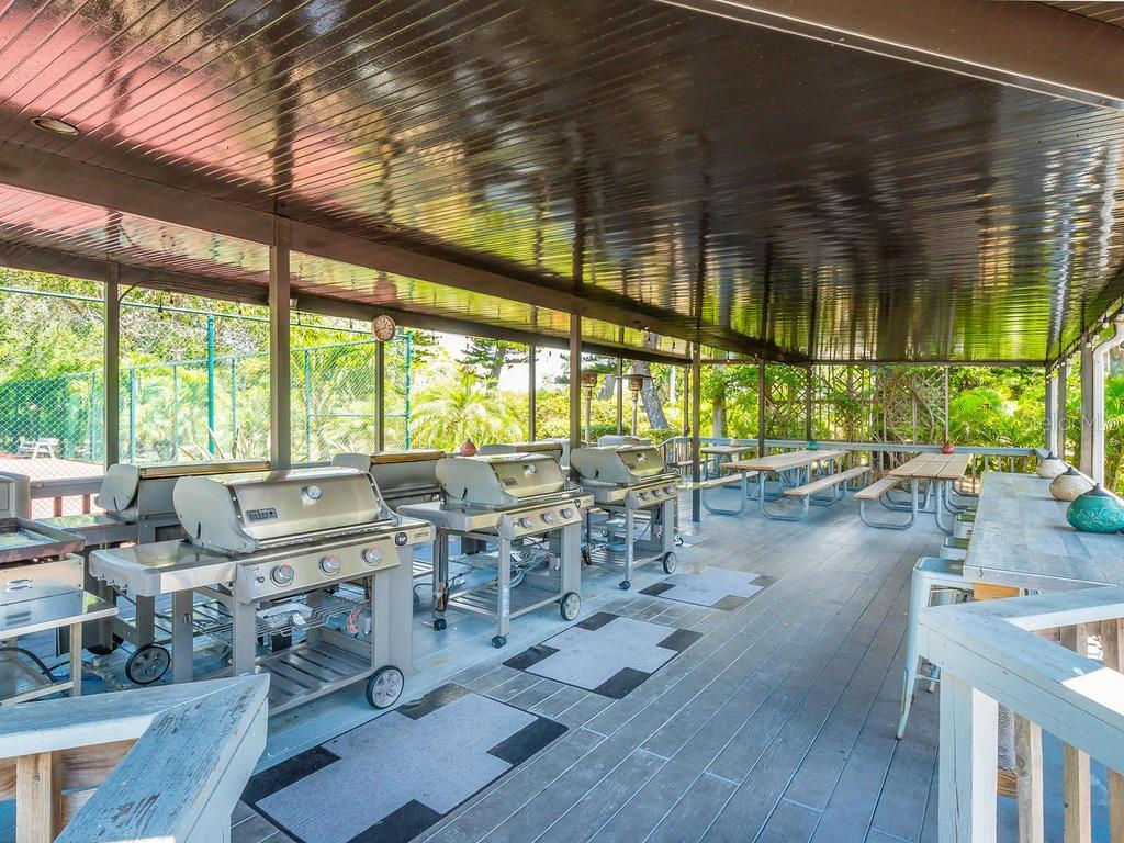 Community grills available for owners/guest to use. - Condo for sale at 4621 Gulf Of Mexico Dr #14d, Longboat Key, FL 34228 - MLS Number is A4435849