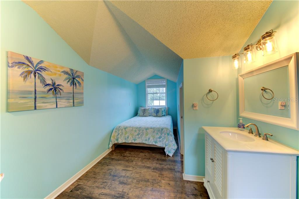 Bedroom 2 with private bathroom - Single Family Home for sale at 1202 N View Dr, Sarasota, FL 34242 - MLS Number is A4436092