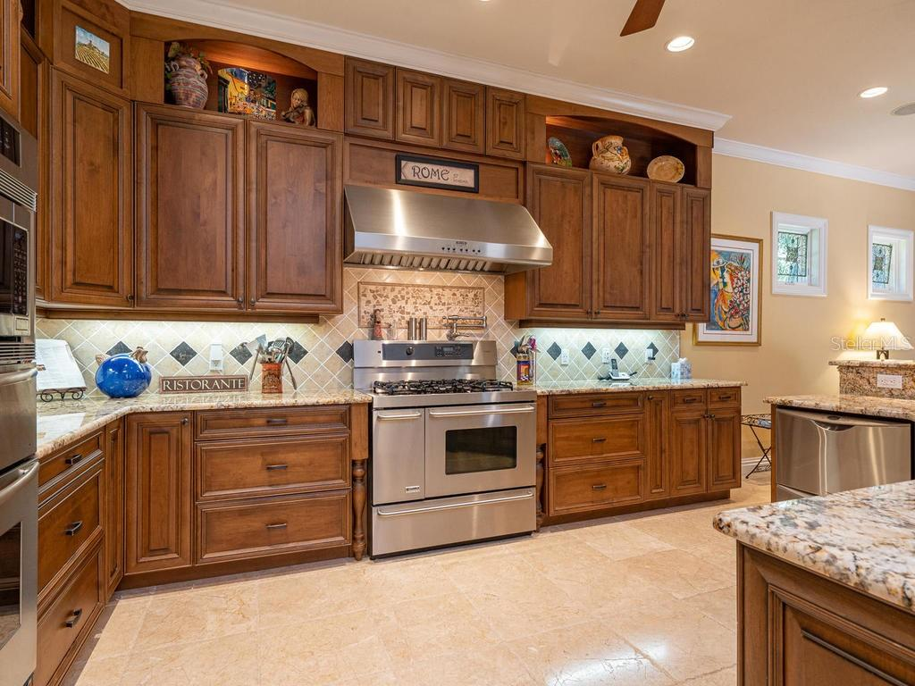 Double dishwasher, Soft close drawers, granite countertops - Single Family Home for sale at 158 Puesta Del Sol, Osprey, FL 34229 - MLS Number is A4439362
