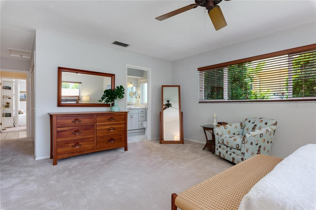 The Florida room continued..... - Single Family Home for sale at 701 Norton St, Longboat Key, FL 34228 - MLS Number is A4440596