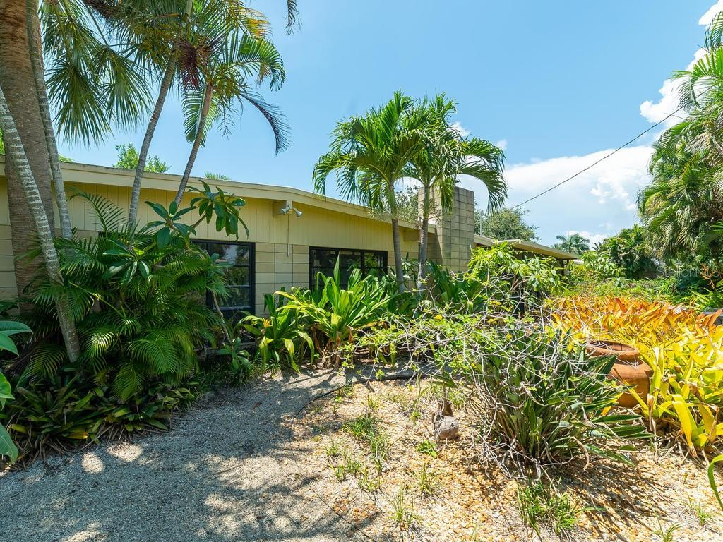 Privacy & Low Maintenance - Natural Park-like Setting - Single Family Home for sale at 509 Beach Park Blvd, Venice, FL 34285 - MLS Number is A4441235