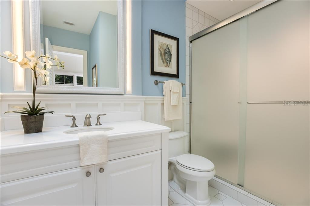 Upper level en-suite bathroom - Single Family Home for sale at 1522 N Lake Shore Dr, Sarasota, FL 34231 - MLS Number is A4442286
