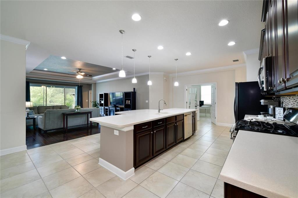 Kitchen Island - Single Family Home for sale at 12813 Balsam Ter, Bradenton, FL 34212 - MLS Number is A4443590