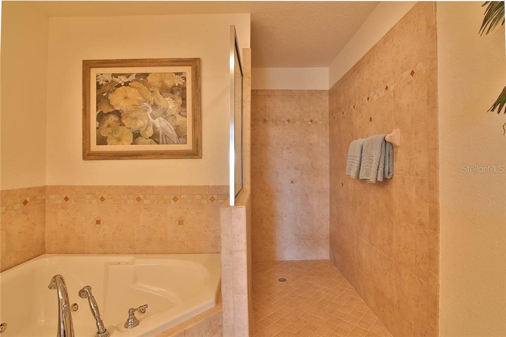 Condo for sale at 9921 Manatee Ave W, Bradenton, FL 34209 - MLS Number is A4444985