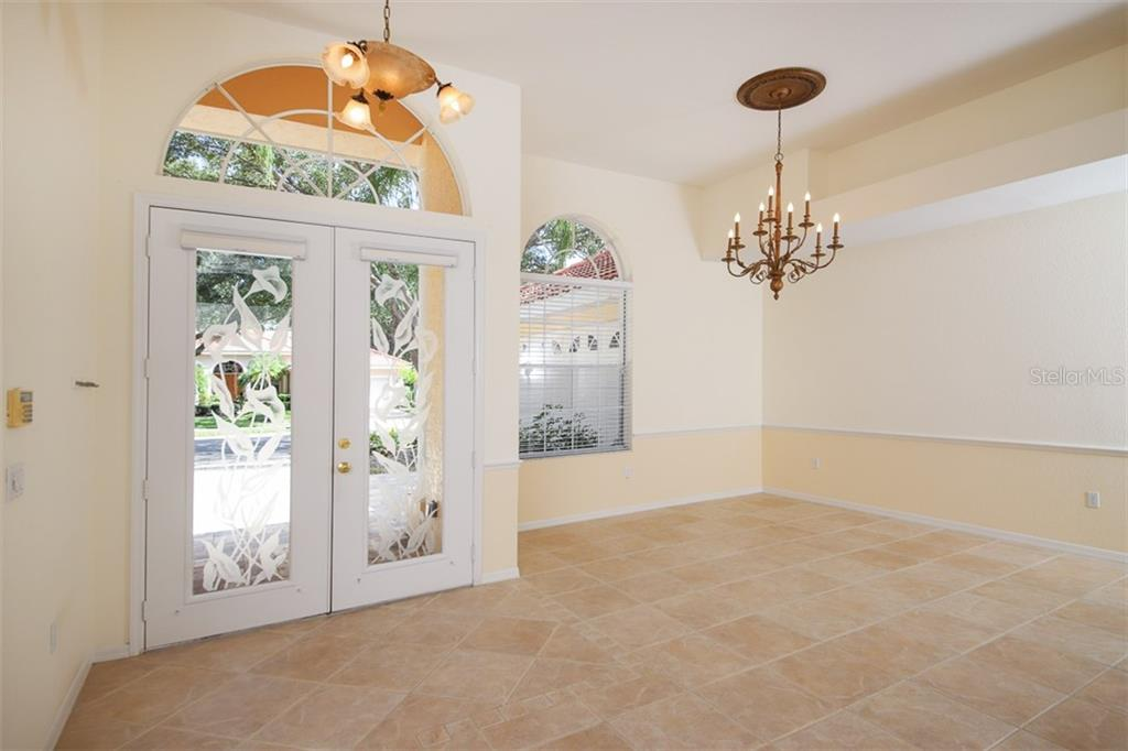 Single Family Home for sale at 6620 Hunter Combe Xing, University Park, FL 34201 - MLS Number is A4450282