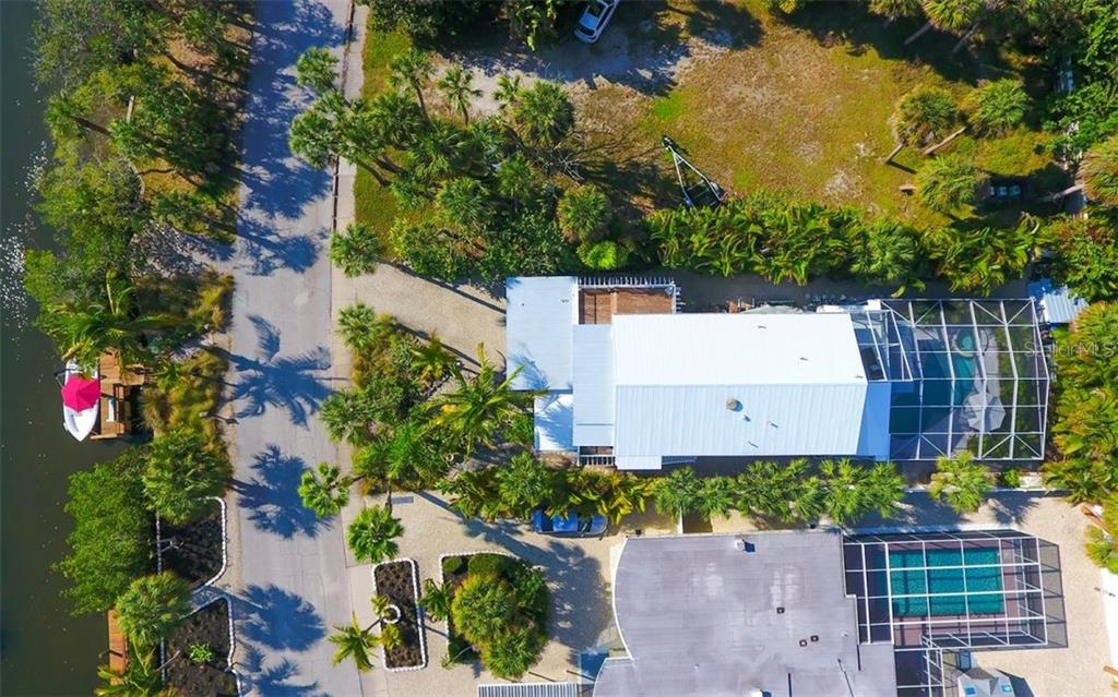 Single Family Home for sale at 623 Avenida Del Norte, Sarasota, FL 34242 - MLS Number is A4454692