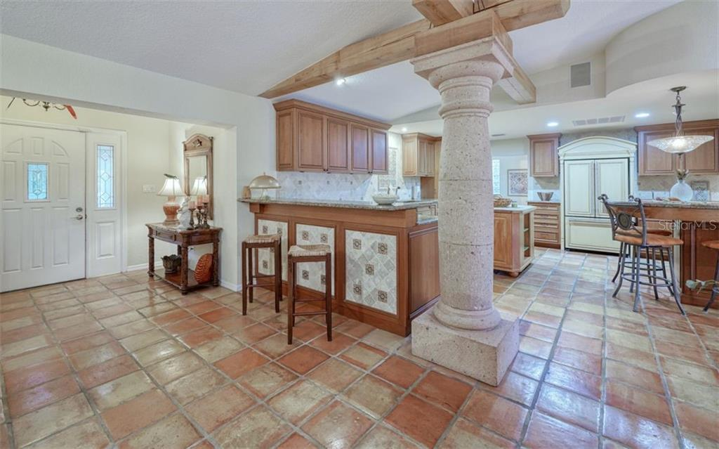 GREAT CHEFS' DELIGHT KITCHEN WITH 2 BREAKFAST BARS - Single Family Home for sale at 3 Winslow Pl, Longboat Key, FL 34228 - MLS Number is A4464990