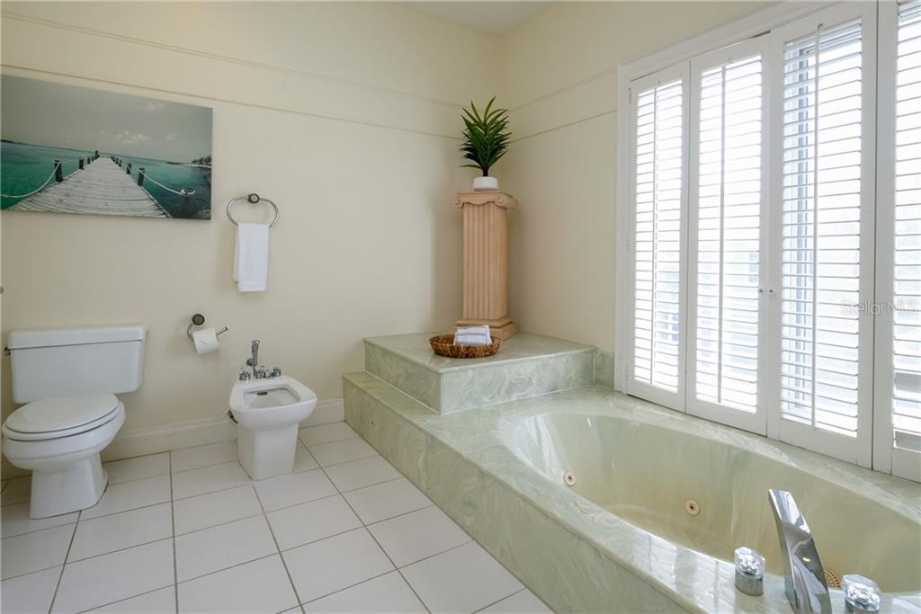 Sunken tub and bidet. - Condo for sale at 515 Forest Way, Longboat Key, FL 34228 - MLS Number is A4465231