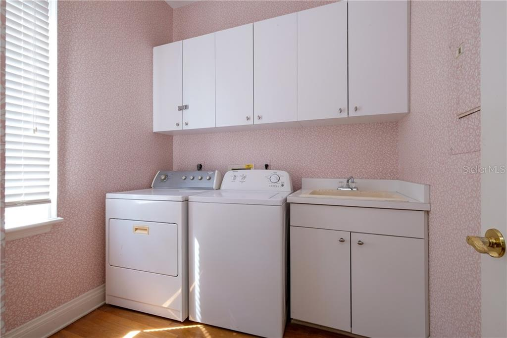 Laundry room with utility sink. - Condo for sale at 515 Forest Way, Longboat Key, FL 34228 - MLS Number is A4465231
