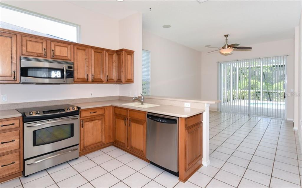 Single Family Home for sale at 6462 Golden Leaf Ct, Lakewood Ranch, FL 34202 - MLS Number is A4467114