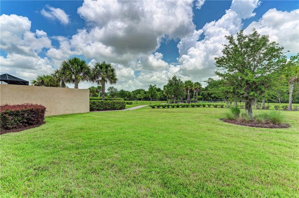 Single Family Home for sale at 4653 Royal Dornoch Cir, Bradenton, FL 34211 - MLS Number is A4468380