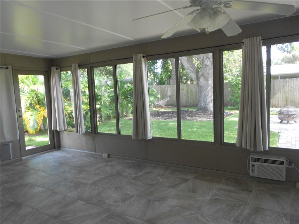 Florida Room - Single Family Home for sale at 5326 Colewood Pl, Sarasota, FL 34232 - MLS Number is A4471495