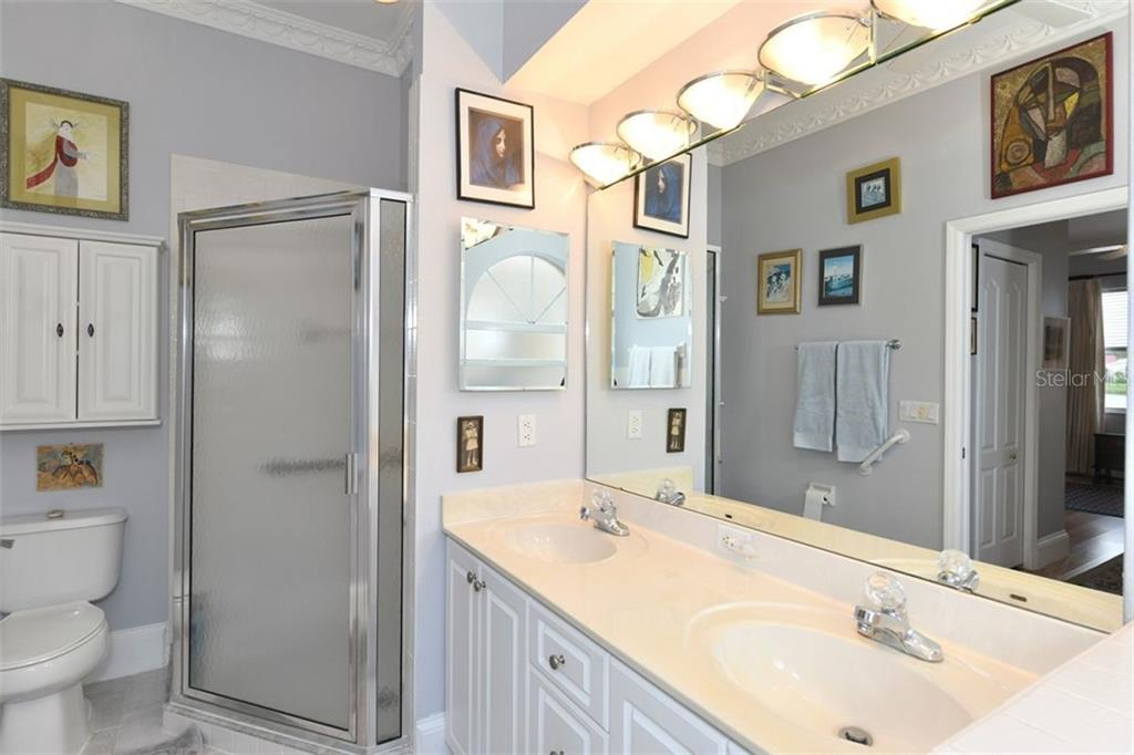 Separate walk in shower - Villa for sale at 4590 Samoset Dr, Sarasota, FL 34241 - MLS Number is A4471881