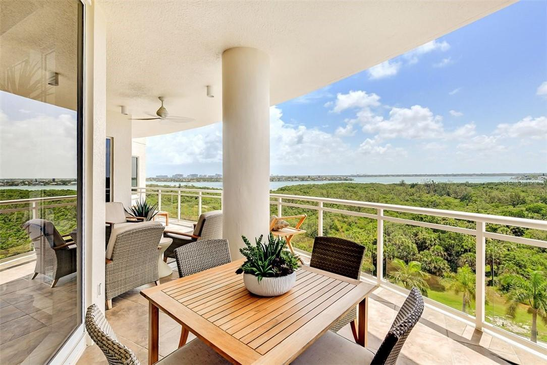 Bedroom with high window for natural lighting - Condo for sale at 1300 Benjamin Franklin Dr #708, Sarasota, FL 34236 - MLS Number is A4471978