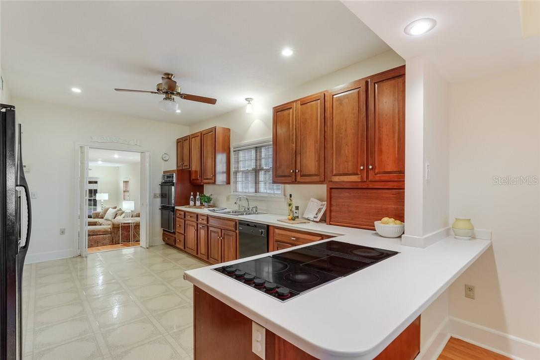 Single Family Home for sale at 408 31st St Nw, Bradenton, FL 34205 - MLS Number is A4477009