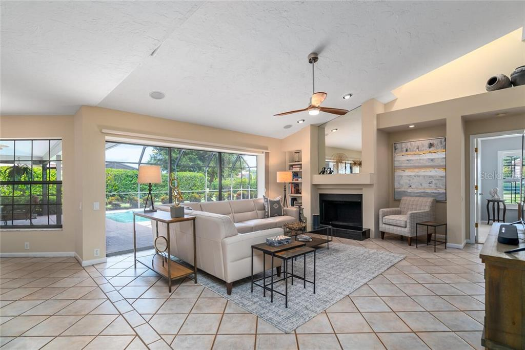 Single Family Home for sale at 4836 Fallcrest Cir, Sarasota, FL 34233 - MLS Number is A4479056