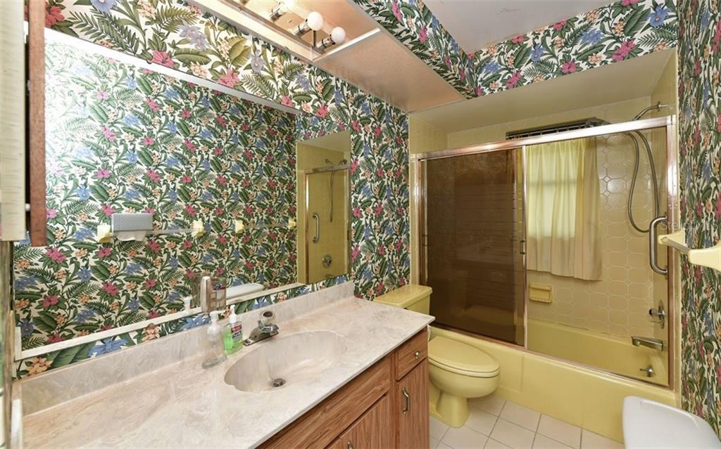 Bathroom for bedrooms 2 and 3 - Single Family Home for sale at 9219 Bimini Dr, Bradenton, FL 34210 - MLS Number is A4483083
