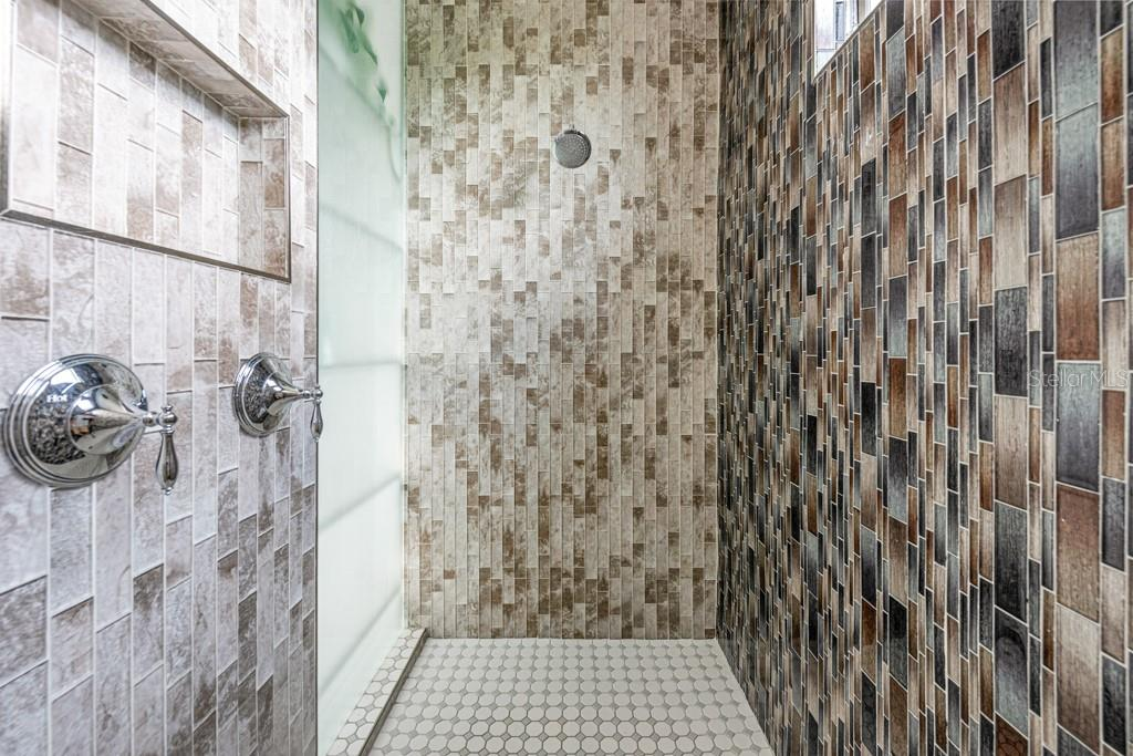 Master Shower With Dual Shower Heads - Single Family Home for sale at 121 Seagull Ln, Sarasota, FL 34236 - MLS Number is A4483951
