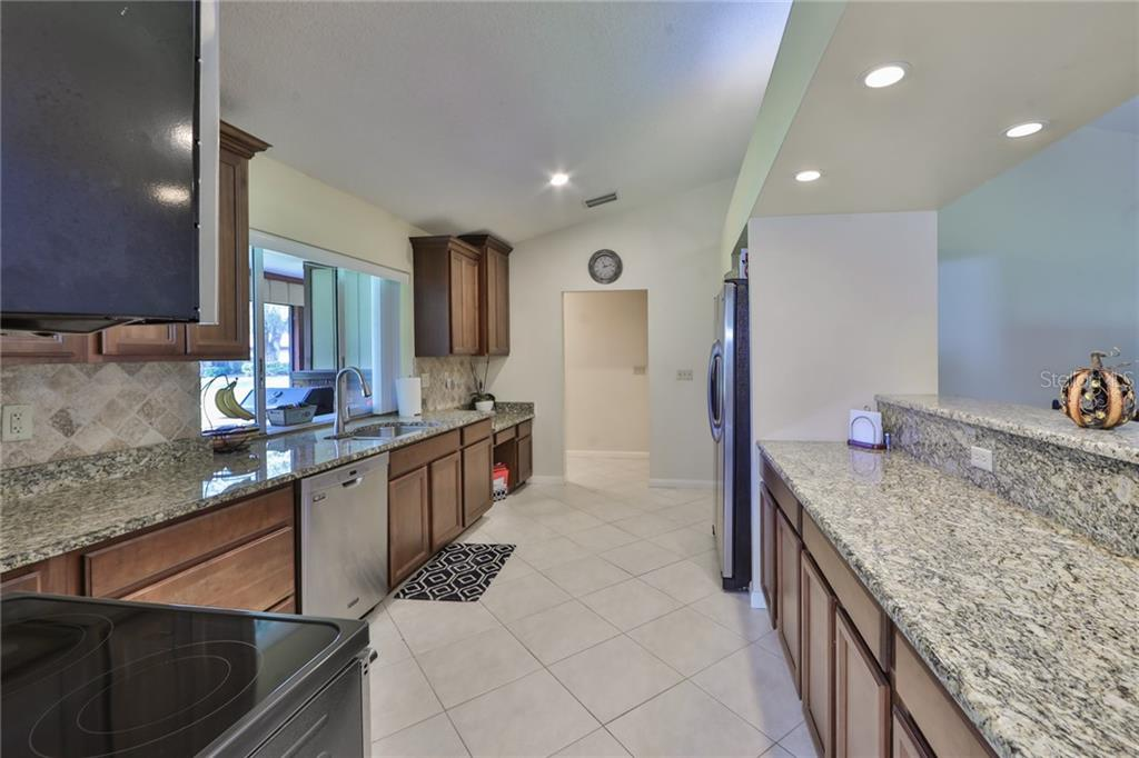 Kitchen - Single Family Home for sale at 6215 Braden Run, Bradenton, FL 34202 - MLS Number is A4484627