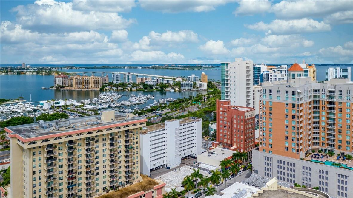 Building Exterior East Facing - Condo for sale at 33 S Gulfstream Ave #405, Sarasota, FL 34236 - MLS Number is A4489097