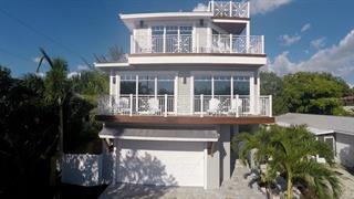 2905 Avenue E, Holmes Beach, FL 34217