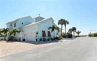 105 49th St, Holmes Beach, FL 34217