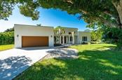 Single Family Home for sale at 6010 Hollywood Blvd, Sarasota, FL 34231 - MLS Number is A4400462