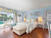 Guest bedroom - Single Family Home for sale at 422 Meadow Lark Dr, Sarasota, FL 34236 - MLS Number is A4410562