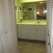 master bathroom dressing area - Condo for sale at 1125 W Peppertree Dr #603, Sarasota, FL 34242 - MLS Number is A4430690