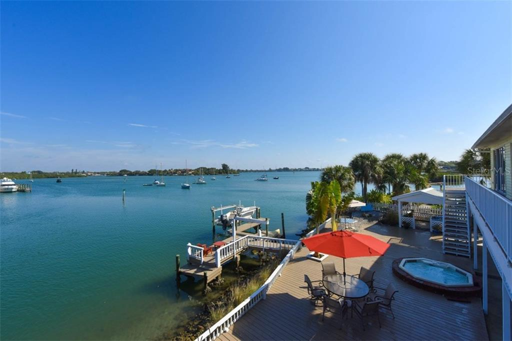 Deck with hot tub/dock - Single Family Home for sale at 725 El Dorado Dr, Venice, FL 34285 - MLS Number is N5911780