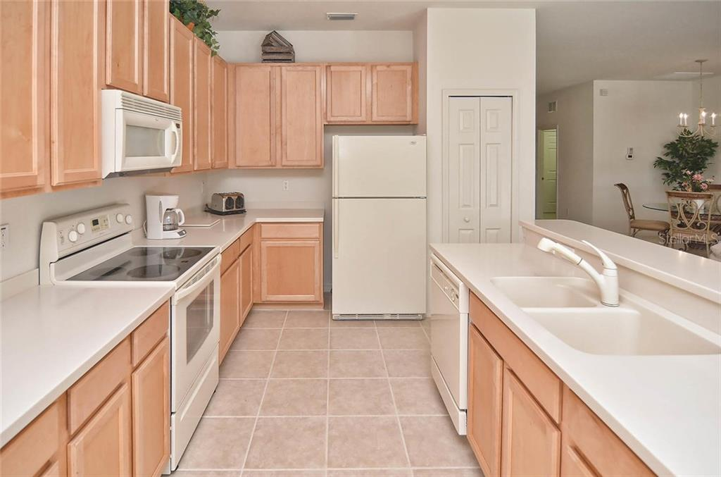 Kitchen - Single Family Home for sale at 1975 Batello Dr, Venice, FL 34292 - MLS Number is N5911919
