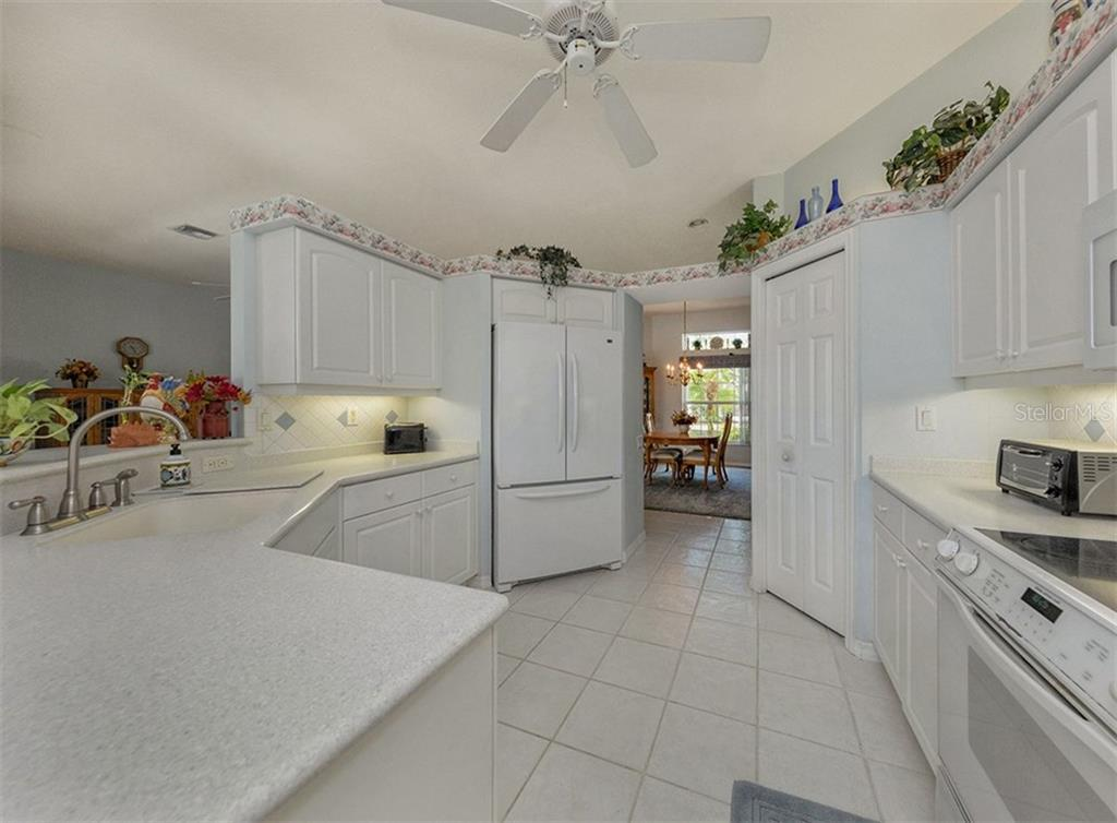 Dinette - Single Family Home for sale at 2122 Timucua Trl, Nokomis, FL 34275 - MLS Number is N5913111