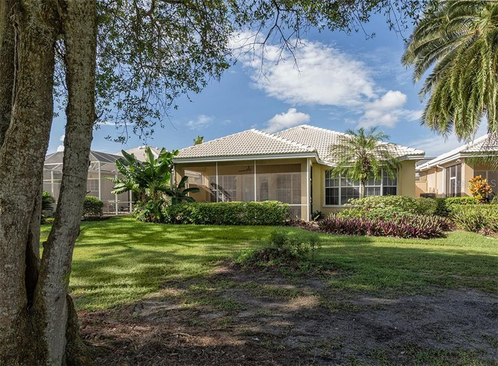 Rear exterior - Single Family Home for sale at 214 Vestavia Dr, Venice, FL 34292 - MLS Number is N5913794