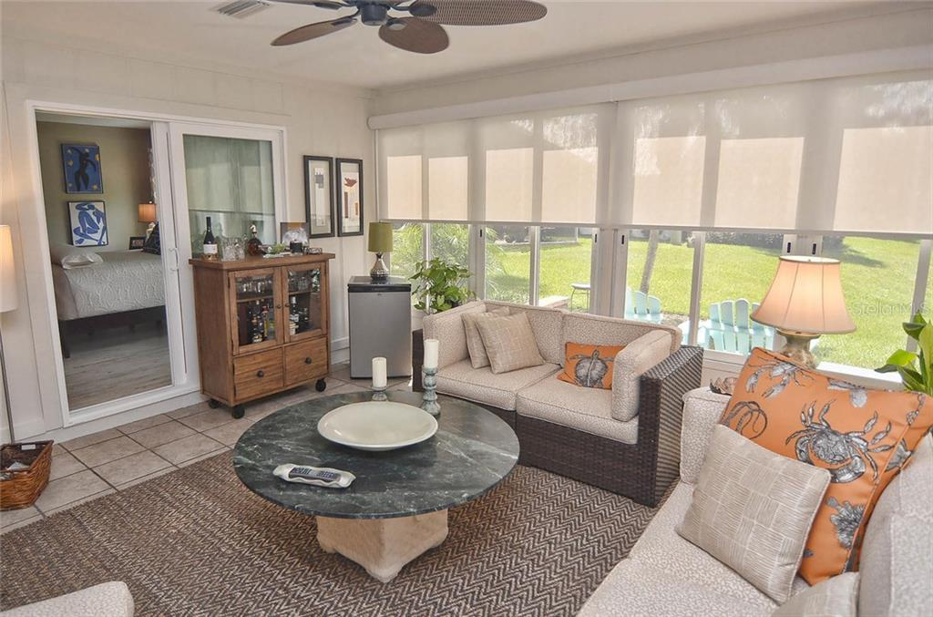 Florida room to master bedroom - Single Family Home for sale at 1812 Ashley Dr, Venice, FL 34292 - MLS Number is N5914047