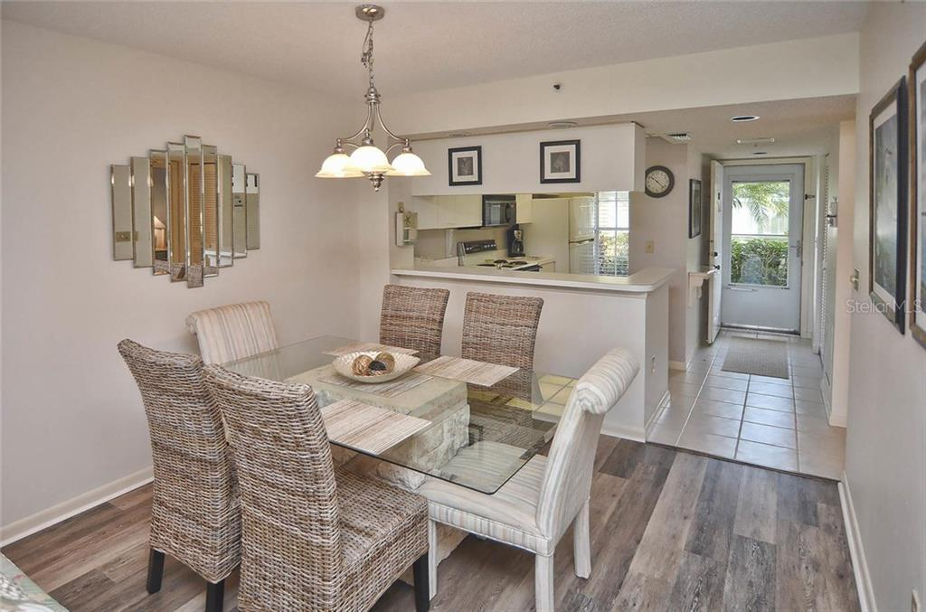 Dining room to kitchen and entry - Condo for sale at 811 Wexford Blvd #811, Venice, FL 34293 - MLS Number is N5914092