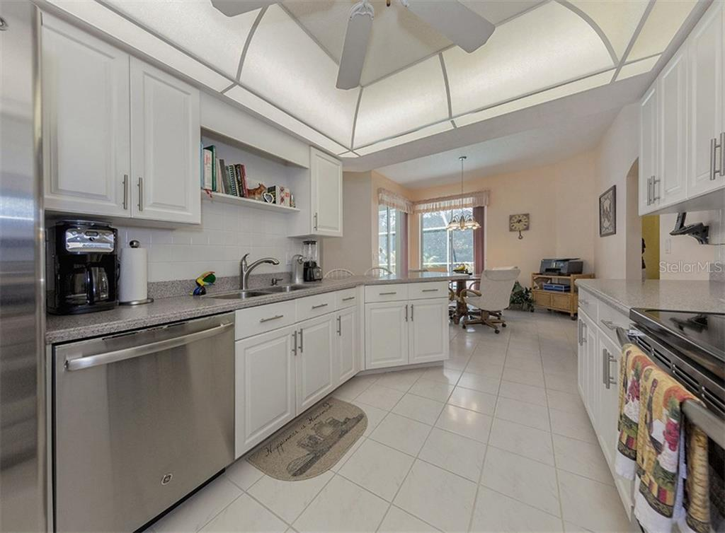 Kitchen to dinette - Single Family Home for sale at 577 Park Estates Sq, Venice, FL 34293 - MLS Number is N5914129