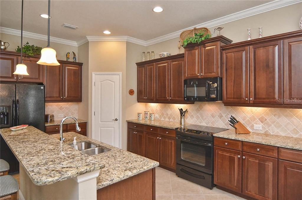 Kitchen - Single Family Home for sale at 293 Marsh Creek Rd, Venice, FL 34292 - MLS Number is N5914238