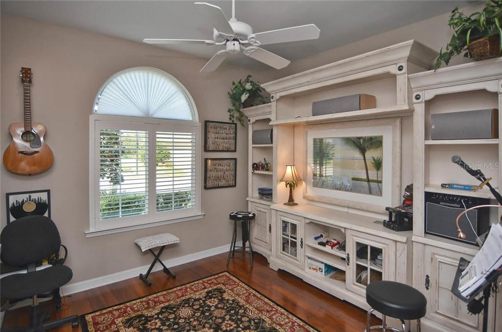 Bedroom 2 - Single Family Home for sale at 9124 Coachman Dr, Venice, FL 34293 - MLS Number is N5914408