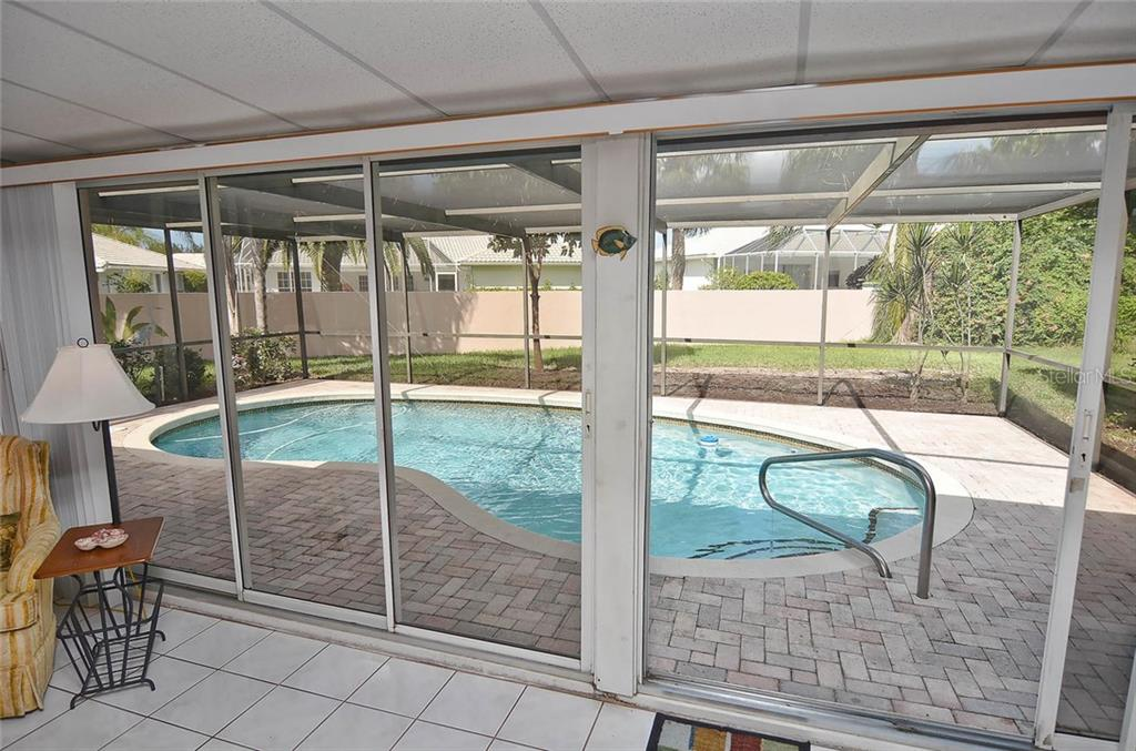 Florida room to pool - Single Family Home for sale at 1410 Strada D Argento, Venice, FL 34292 - MLS Number is N5914540