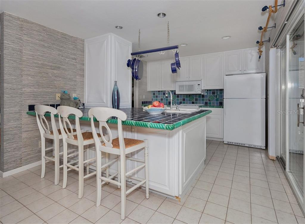 Kitchen features breakfast bar for informal dining. - Single Family Home for sale at 3509 Casey Key Rd, Nokomis, FL 34275 - MLS Number is N5915098