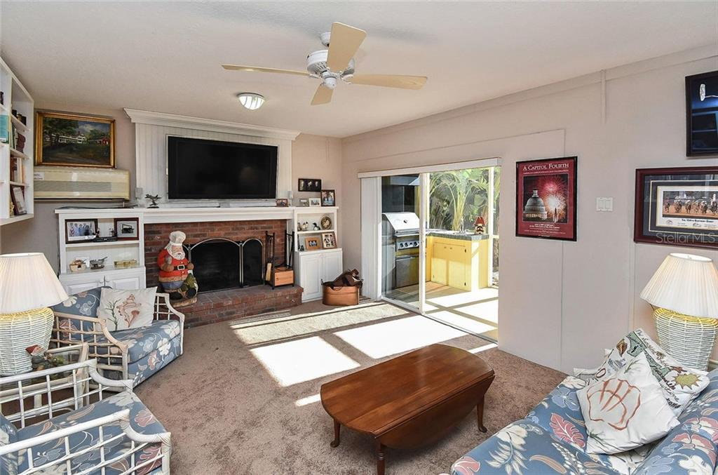 Family room with sliders to outdoor kitchen - Single Family Home for sale at 910 Casey Cove Dr, Nokomis, FL 34275 - MLS Number is N5915385