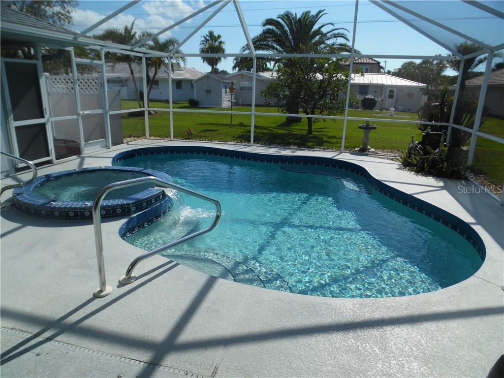 pool and spa - Single Family Home for sale at 441 Baynard Dr, Venice, FL 34285 - MLS Number is N5915507