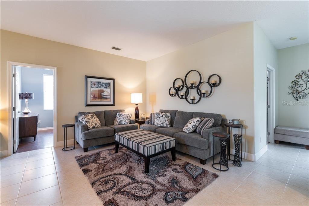 living room - Single Family Home for sale at 11513 Dancing River Dr, Venice, FL 34292 - MLS Number is N6100495