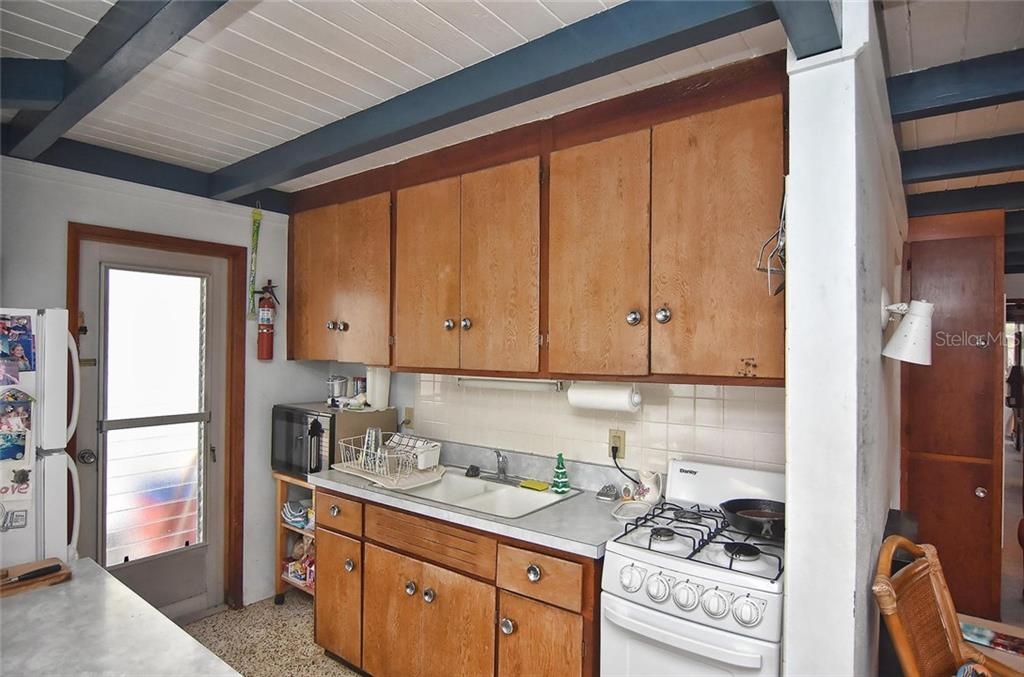 Kitchen - Single Family Home for sale at 616 S Casey Key Rd, Nokomis, FL 34275 - MLS Number is N6100721