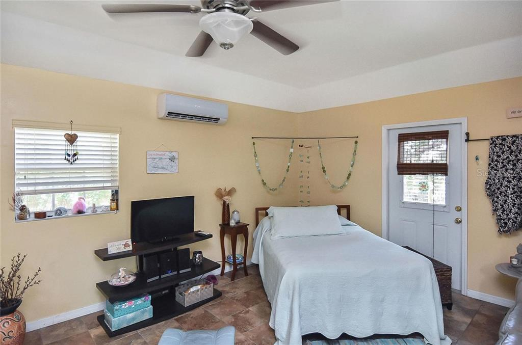 Pool Side Cabana or guest suite - Single Family Home for sale at 404 Pine Road, Nokomis, FL 34275 - MLS Number is N6100811